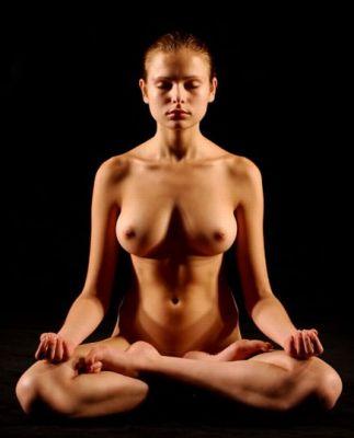 красивые голые девушки в позе лотоса фото